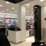 עיצוב בעץ חנות בגדים
