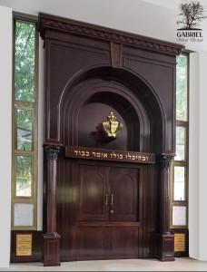 ארון קודש בית הכנסת המרכזי אלעד